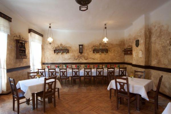 szekelyvendeglo-idolrestaurant-0374100E9B-95D9-2096-F85B-6972BCCF5F2D.jpg