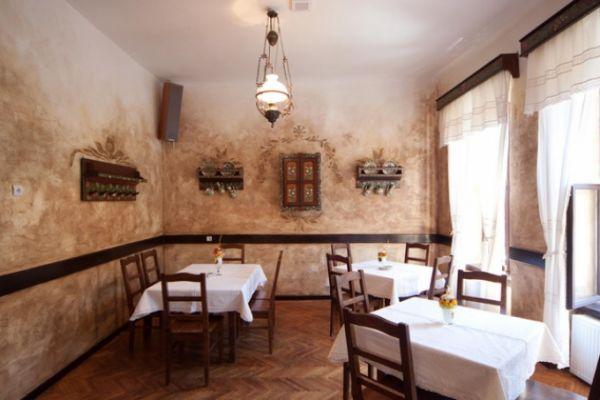 szekelyvendeglo-idolrestaurant-18DF7F6CD1-BA47-8F04-27E9-8377BF007541.jpg